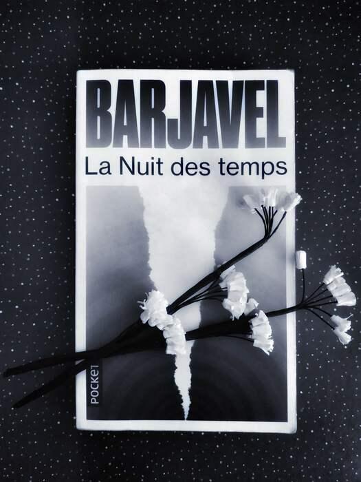 """Couverture du livre """"La nuit des temps"""" de Barjavel"""